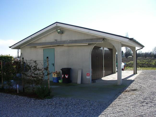 Prefabbricati franzin immagine box auto doppio con for Garage prefabbricati con alloggi